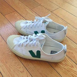 Veja Nova Canvas White/Green Sneakers